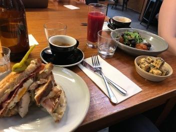 """Frukost på ett """"närliggande"""" kafee, Melbourne"""