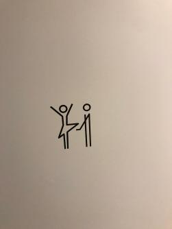 """Side note: detta var symbolen på WC dörrarna som det inte stod """"ladies"""" på. Vet inte riktigt vad man borde tycka..."""