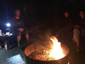 Mer grillning på kvällen. Lördagens mat var kenguruhamburgare, rätt så gott.