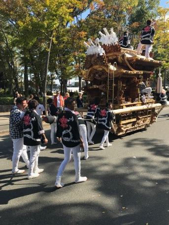 Paraden vi råkade hitta. Vår bästa teori är att det handlar om någon form av sport